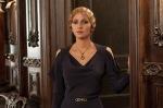 Jocasta (Halle Berry)