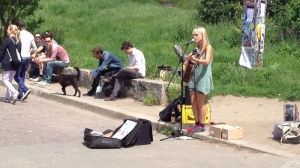 Alice Phoebe Lou in Mauerpark