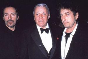 Bob-Dylan-le-canta-a-Frank-Sinatra-y-publica-nuevo-discoShadows-in-the-Night