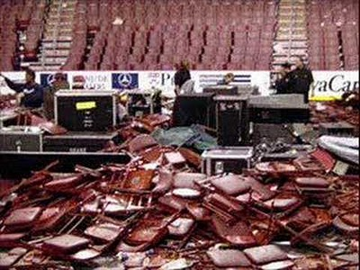 [Articulo] Auge, caída y reunión de Guns N'Roses: Las 20 fechas clave. St-louis-riot-guns-and-roses