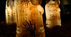 Stranger-Things-2-Halloween-graveyard